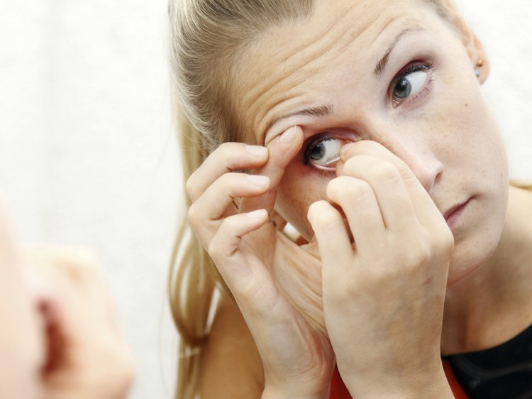 Plus points of ordering contact lenses from an online wholesale store