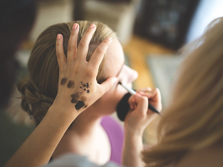Different Types of Makeup Courses and Choosing the Right One