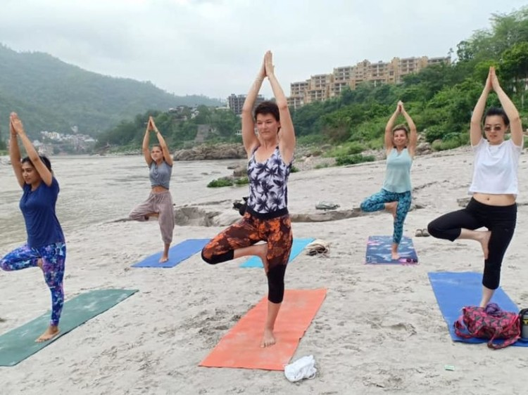 5 YOGA POSES WHICH WILL ALWAYS KEEP YOU FIT AND FINE