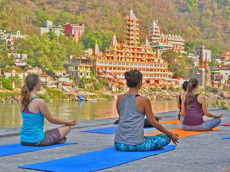 9 Reasons to Go On a Yoga Retreat This Year