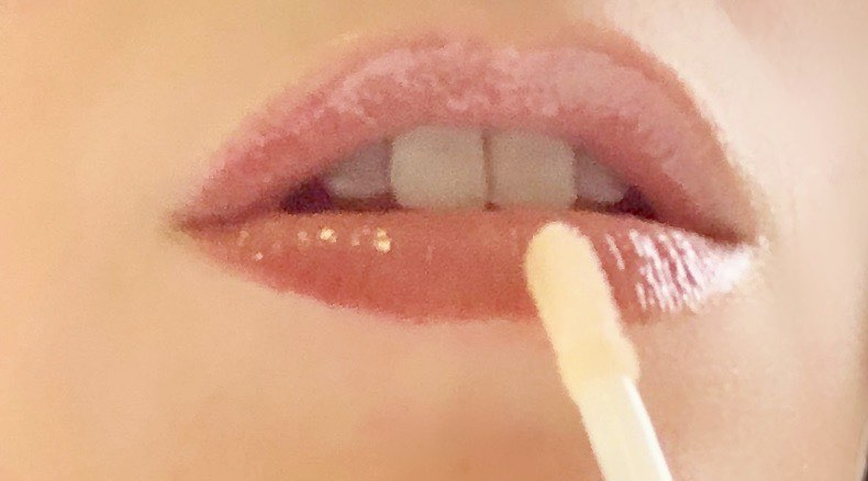 Splash Colour and Sheen of Best Luxury Lip Gloss to Pamper Lips